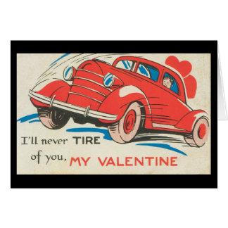 Cartão Namorados clássicos vermelhos do carro do vintage