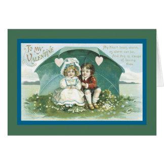 Cartão Namorados sob um guarda-chuva