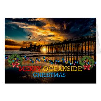 Cartão Natal alegre do perto do oceano