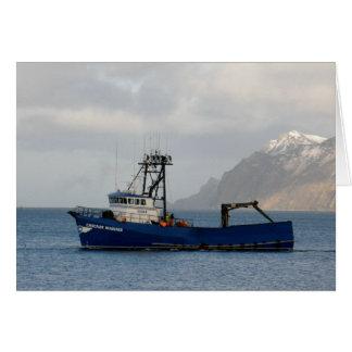 Cartão Navegador da cascata, barco do caranguejo no porto