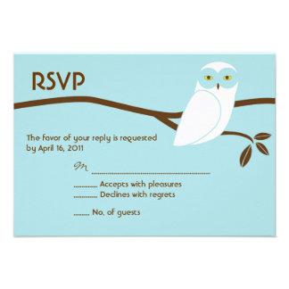 Cartão nevado da coruja RSVP - azul Convite
