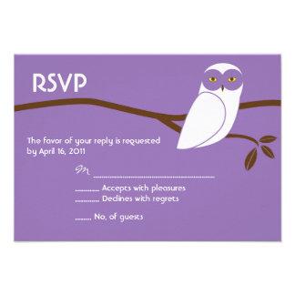 Cartão nevado da coruja RSVP - roxo Convite
