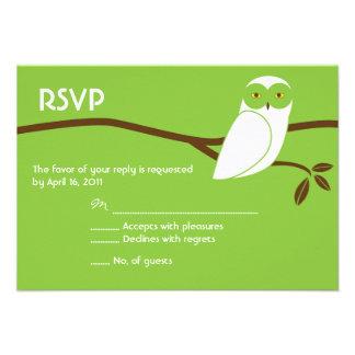 Cartão nevado da coruja RSVP - verde Convite