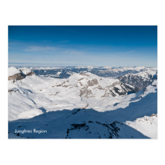 Cartão nevado da paisagem das montanhas. Suiça