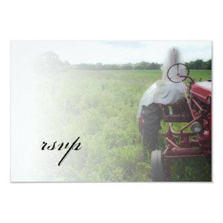 Cartão Noiva no país do trator de fazenda que Wedding o