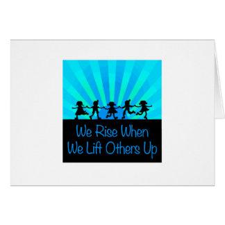Cartão Nós aumentamos quando nós levantamos outro acima