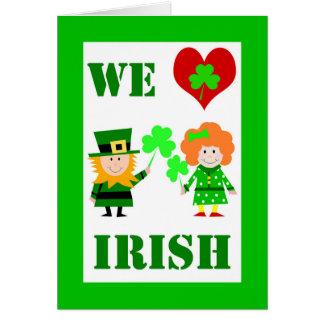 Cartão Nós coração/irlandês do amor, o dia de St Patrick,