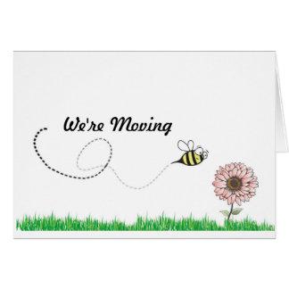 Cartão Nós estamos movendo a abelha do mel