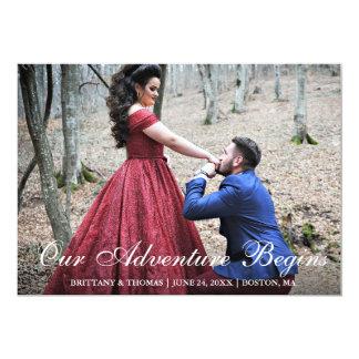 Cartão Nossa aventura começa a foto do casal do noivado