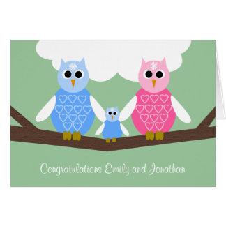 Cartão novo dos parabéns do bebé com família da