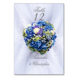Cartão Número azul e branco da mesa da flor do casamento