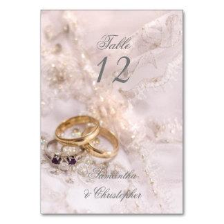 Cartão Número romântico da mesa das alianças de casamento