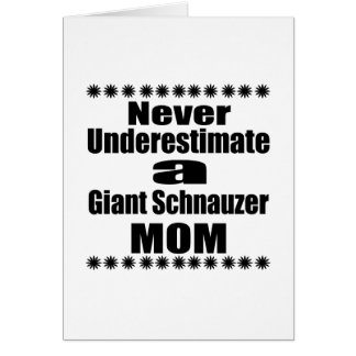 Cartão Nunca subestime a mamã do Schnauzer gigante