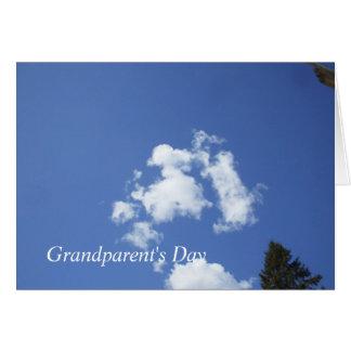 Cartão Nuvens macias no céu azul