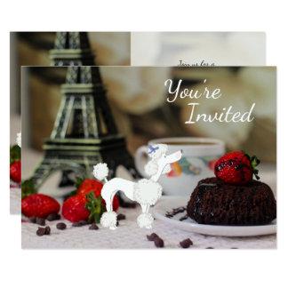 Cartão O aniversário bonito do cão de Paris da torre