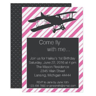 Cartão O aniversário cor-de-rosa feminino do avião do