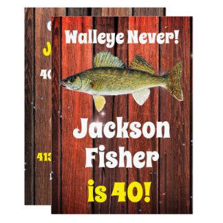 Cartão O aniversário do pescador engraçado dos Walleye