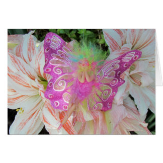 Cartão O aniversário feericamente cor-de-rosa deseja o