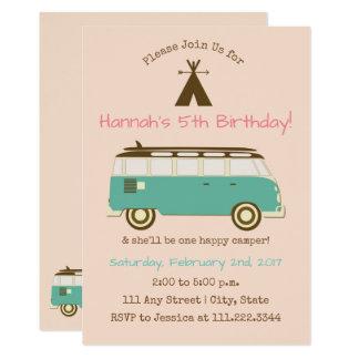 Cartão O aniversário retro, acampando convida Bday