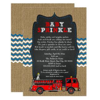 Cartão O bebê do carro de bombeiros polvilha, chá de
