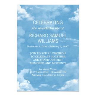 Cartão O branco do céu azul nubla-se a celebração da vida