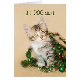 Cartão O cão fê-lo gatinho