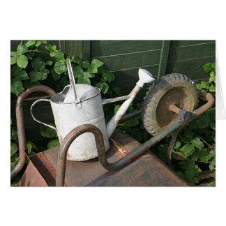 Cartão O carrinho de mão, a lata molhando e a amora
