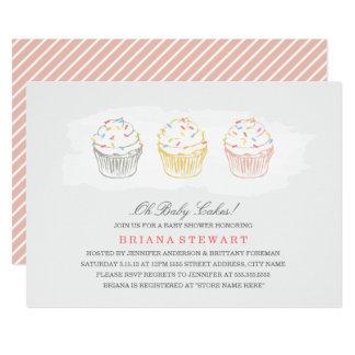 Cartão O chá de fraldas dos bolos do doce convida