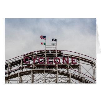 Cartão O ciclone em Coney Island, NY