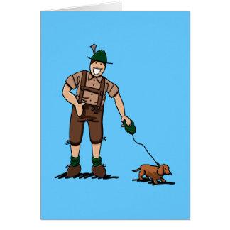 Cartão O Dachshund bávaro do homem dos Lederhosen do