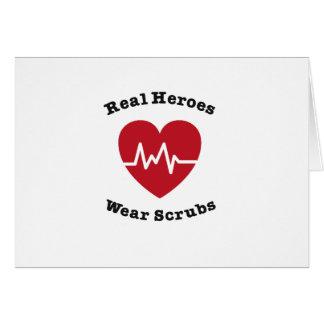 Cartão O desgaste real dos heróis esfrega o presente