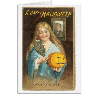 Cartão O Dia das Bruxas antiquado, menina com um espelho
