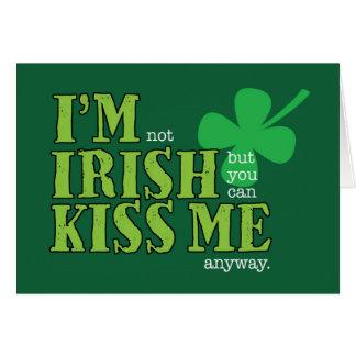 Cartão O dia de St Patrick, nao irlandês, beija-me de