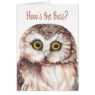 Cartão O dia do chefe engraçado, humor sábio da coruja