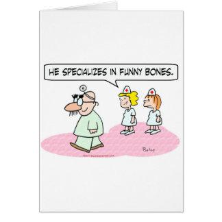 Cartão o doutor especializa vidros do groucho dos ossos