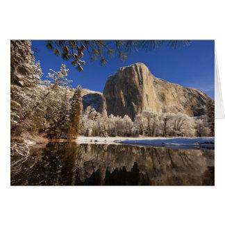 Cartão O EL Capitan reflete no rio de Merced dentro