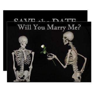Cartão O esqueleto dá a umas economias do rosa a data