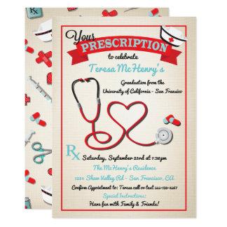 Cartão O estetoscópio médico do coração da graduação da