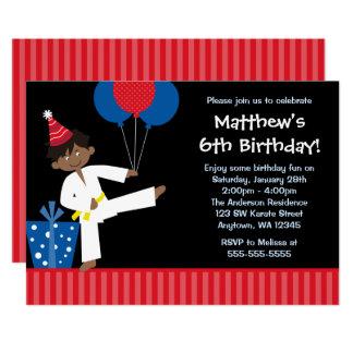 Cartão O menino do afro-americano Balloons o aniversário