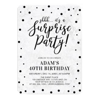 Cartão O preto & marmoreia a festa de aniversário moderna