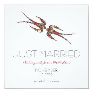 Cartão O primavera das andorinhas floresce o casamento do