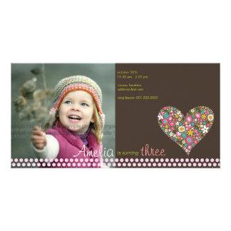 Cartão O primavera floresce a menina do coração a foto do