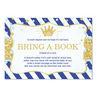 Cartão O príncipe pequeno traz uma coroa do ouro dos