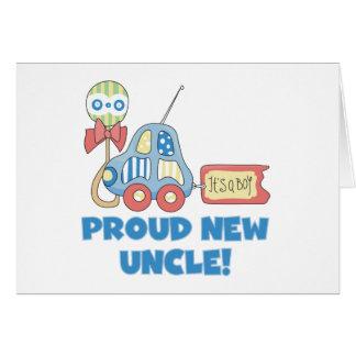 Cartão O tio novo orgulhoso do carro é um menino