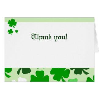 Cartão Obrigado dobrado dos trevos irlandês verde você
