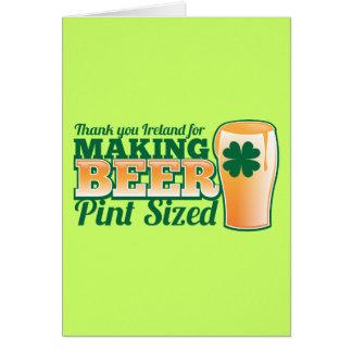 Cartão Obrigado Ireland fazendo a pinta da cerveja feita