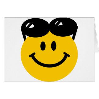 Cartão Óculos de sol empoleirados sobre o smiley face
