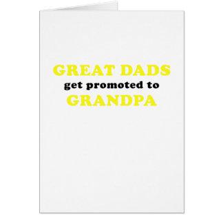 Cartão Os grandes pais obtêm promovidos ao vovô