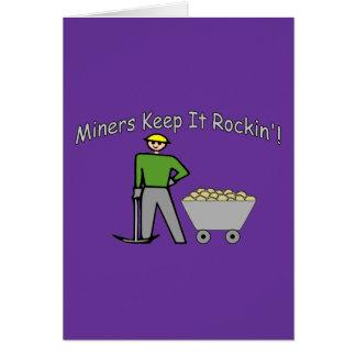 Cartão Os mineiros mantêm-no Rockin