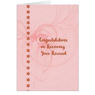 Cartão Os parabéns cardam em receber o prêmio no pêssego
